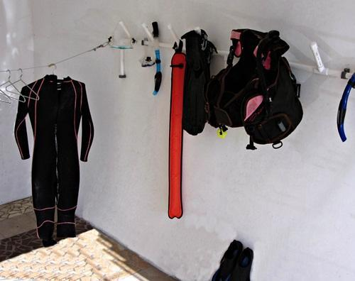 Secure scuba drying area