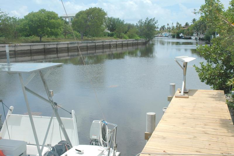 100 ft breed kanaal 300 werf aan de Oceaan