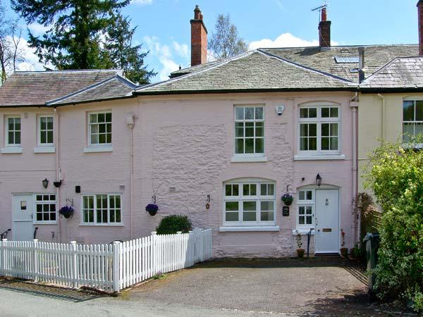 EAST COTTAGE, Grade II listed, en-suite, patio with views towards Long Mynd in, vacation rental in Woolstaston