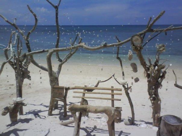 Puka Beach (2 km away)