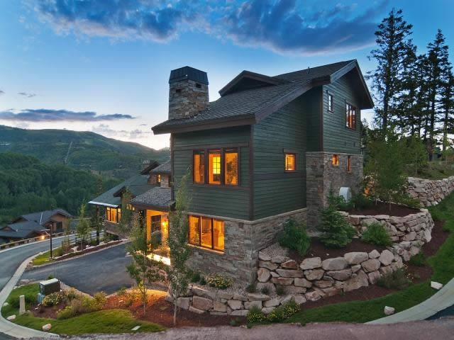 Luxury 5 Bedroom, 6.5 Bath Home in the Sought After Lookout Neighborhood in the Mid-Mountain Sliver Lake Area