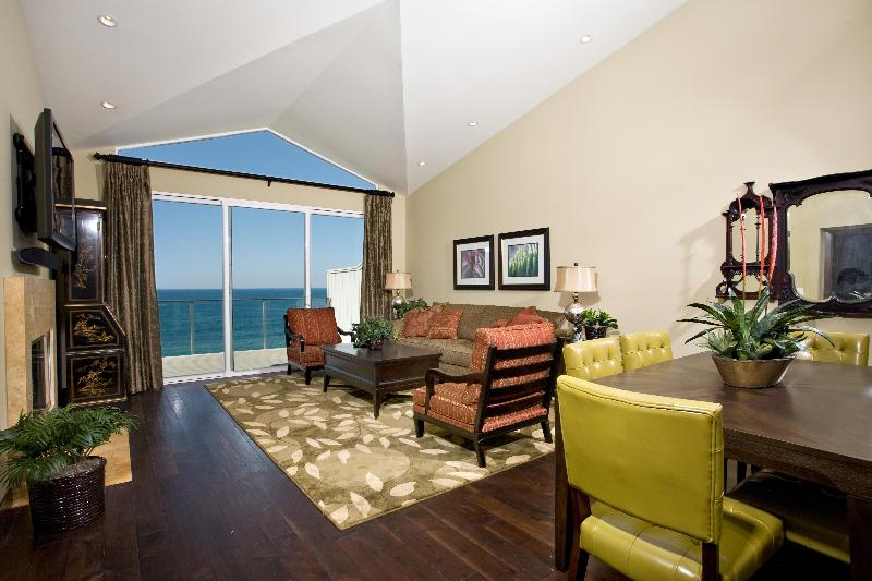 Grand Room looking out over the Pacific!