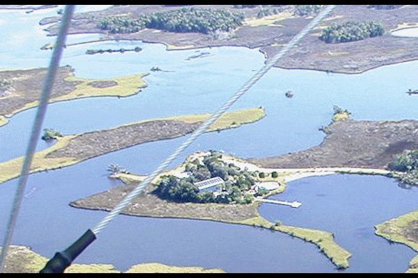 Aéreo lado NW mostra 110' doca flutuante no e-mail baía privada para ver mais de 130 fotos e cada uma das 2 casas