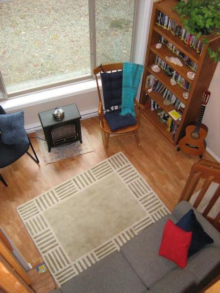 Relajarse y leer un libro de nuestra biblioteca en la sala de estar o disfrutar de rasgueo de la guitarra