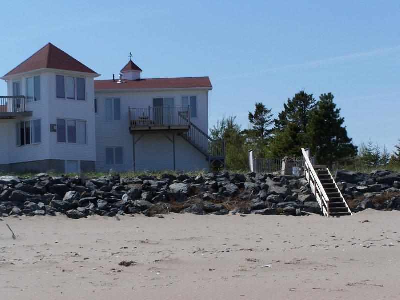 Decks & Beach Access