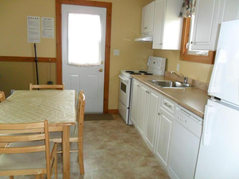 1 Bedroom Whirlpool - Kitchen