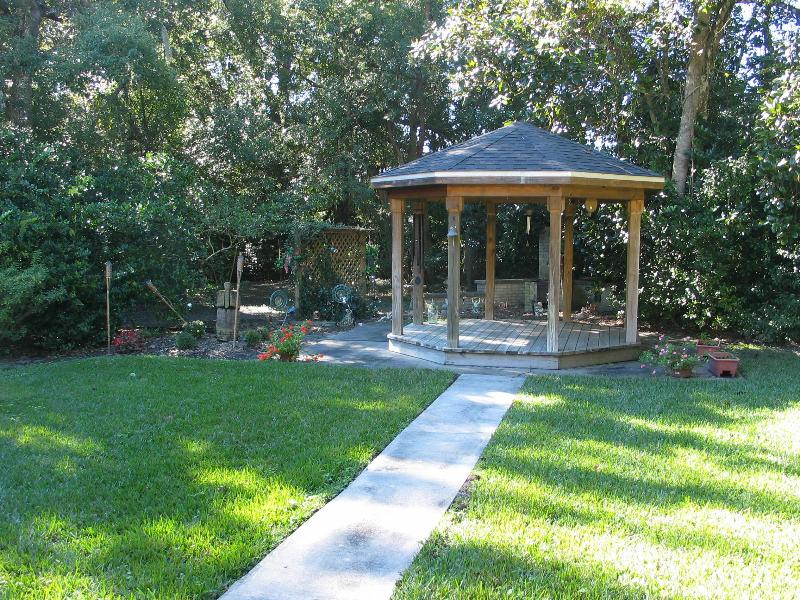 gazebo in side yard