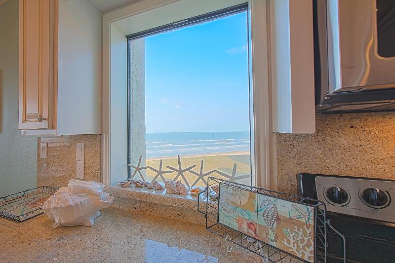 Vista perfeita de lindas imagens de oceano da nossa cozinha totalmente equipada.