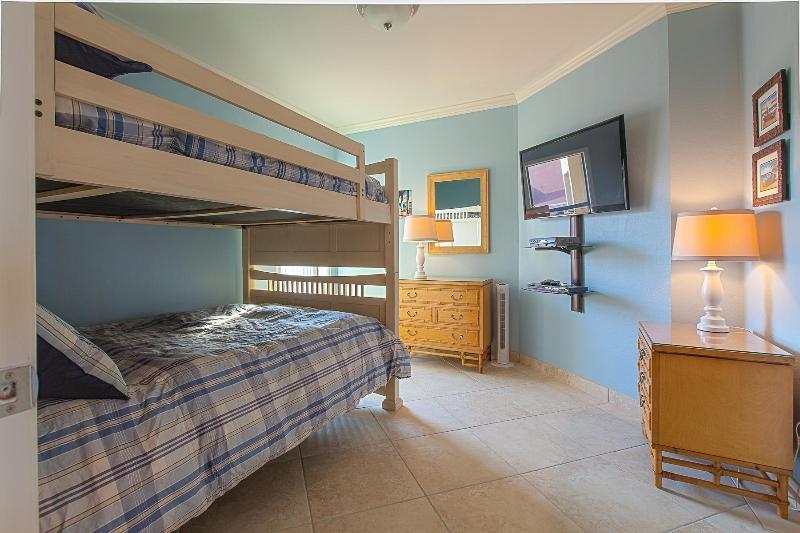 Cama de beliche com camas de 2DB, TV LCD, DVD Blu-ray, a configuração ideal para o entretenimento de crianças!