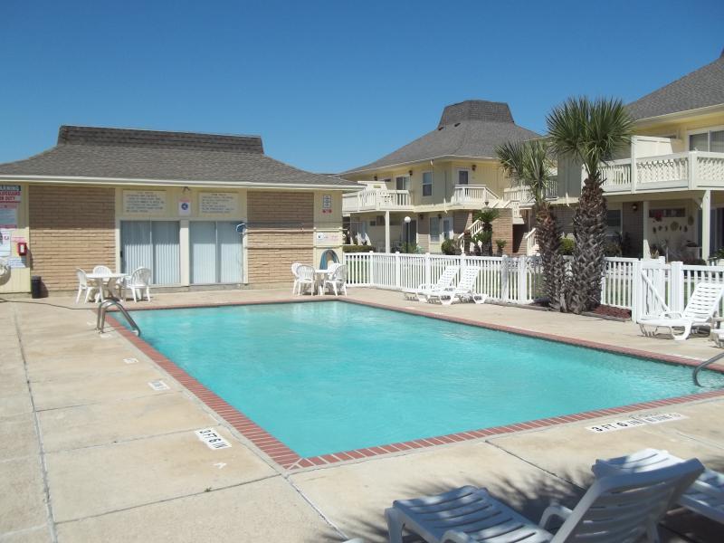 El Cortez - pool area