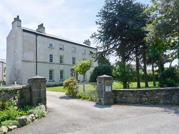 2 CARK HOUSE, luxury ground floor apartment, close to pub, shared grounds, good, holiday rental in Cark