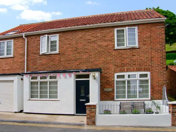 QUAYSIDE HOUSE, large family property, just yards from beach, close to castle, holiday rental in Scarborough
