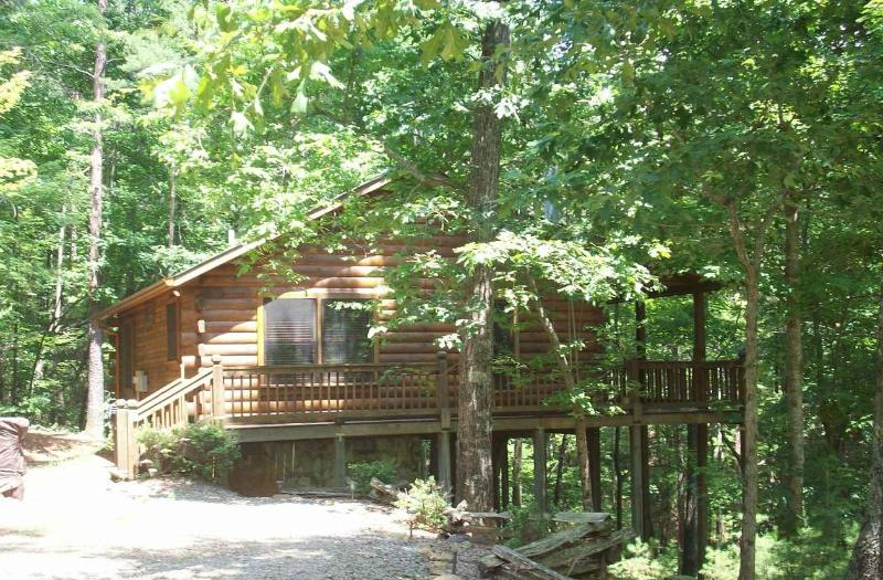 Bear Tracks Log Cabin w/ Private Hot Tub!!!, location de vacances à Blue Ridge