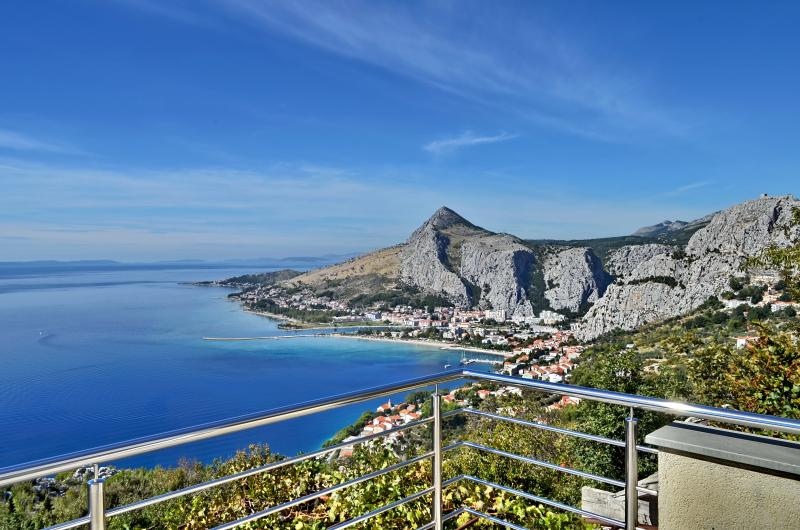 Pikolo Apartments - Yellow apartment, vacation rental in Omis