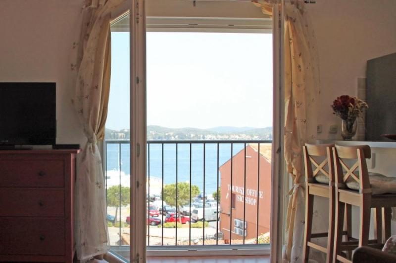 Modern Apartment with Seaview in the Very Heart of Old Rovinj, holiday rental in Rovinj