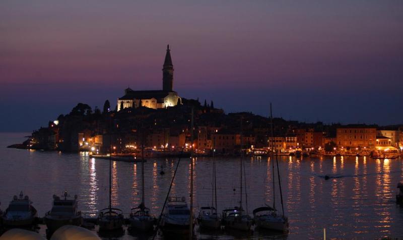 Belle nuit à Rovinj.