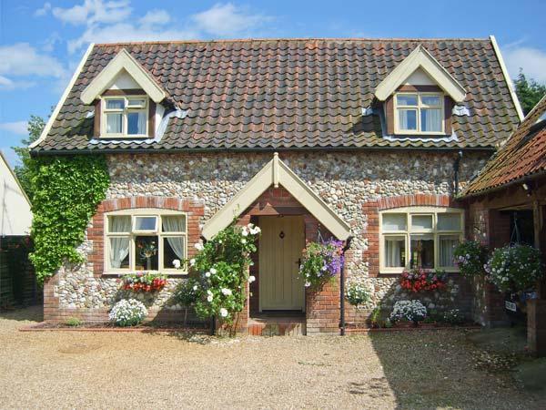 SLEEPEEZY, enclosed garden, en-suite bedroom, village pub close by in Little, holiday rental in Hempton