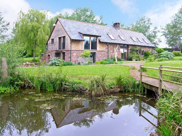 THE GRANARY, quality accommodation, picture windows, woodburner, private, location de vacances à Llangattock Lingoed