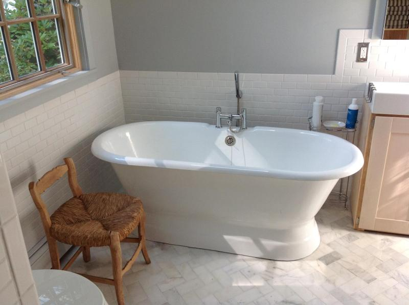 brand new deep tub for two