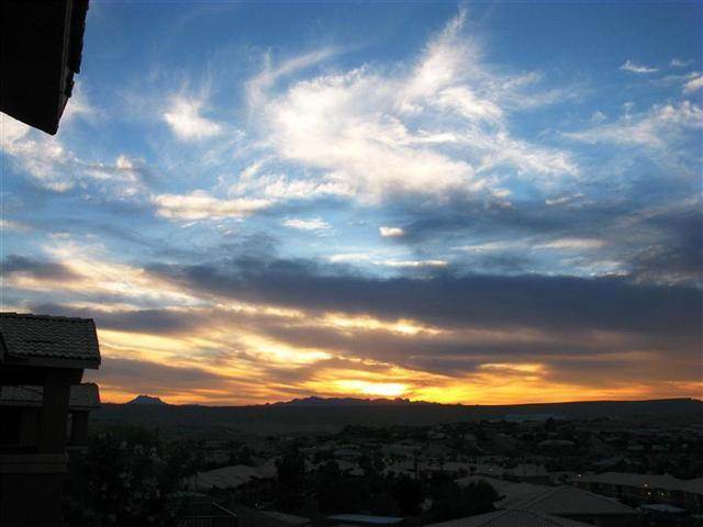 Relax and watch the sun rise or set; 180 degree golf / mesa / mtn balcony view