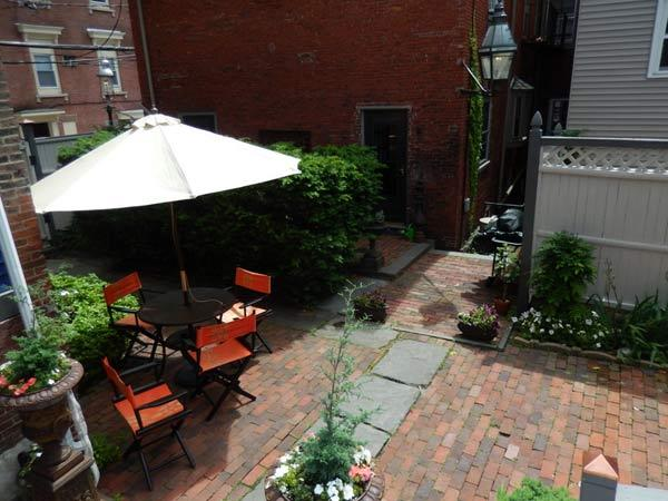 View from balcony: garden courtyard & gas lamp