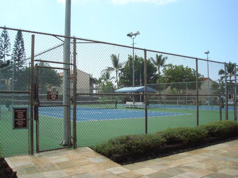 Surf and Racquet Club 3 night lit tennis courts