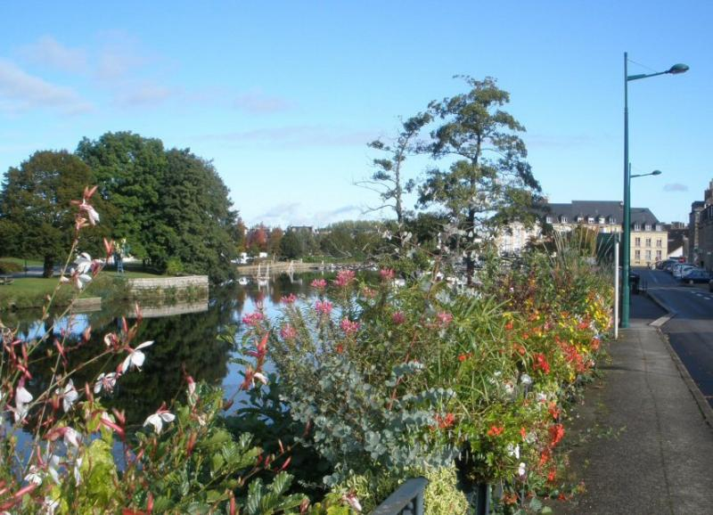 Beautiful flowers lining the River Blavet in central Pontivy.