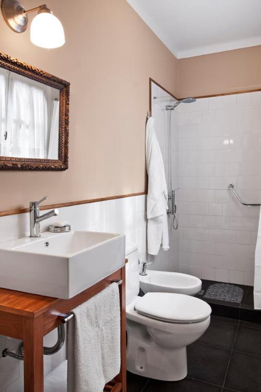 Beatiful and luminous bathroom