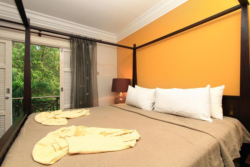 master bedroom, with en-suite bathroom