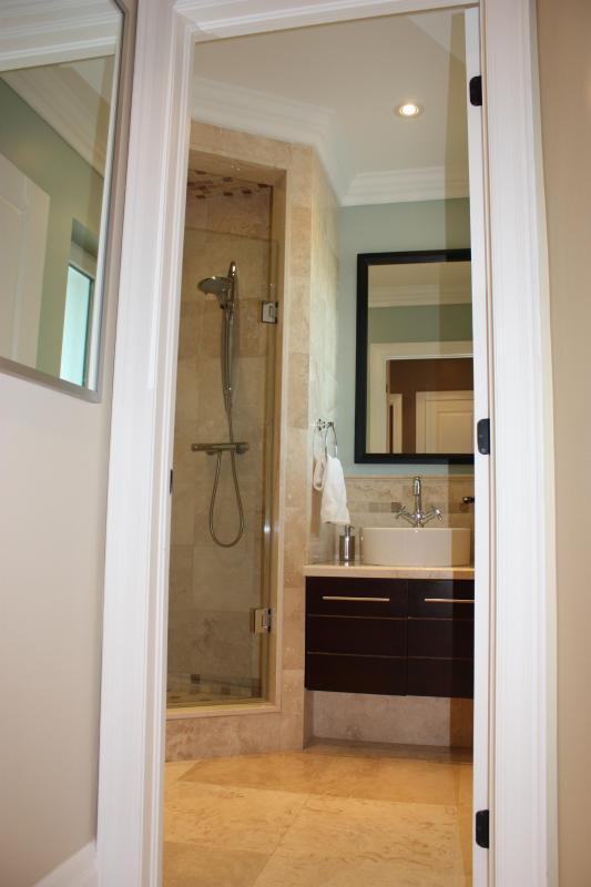 Commentaires salle de bains avec douche de pluie