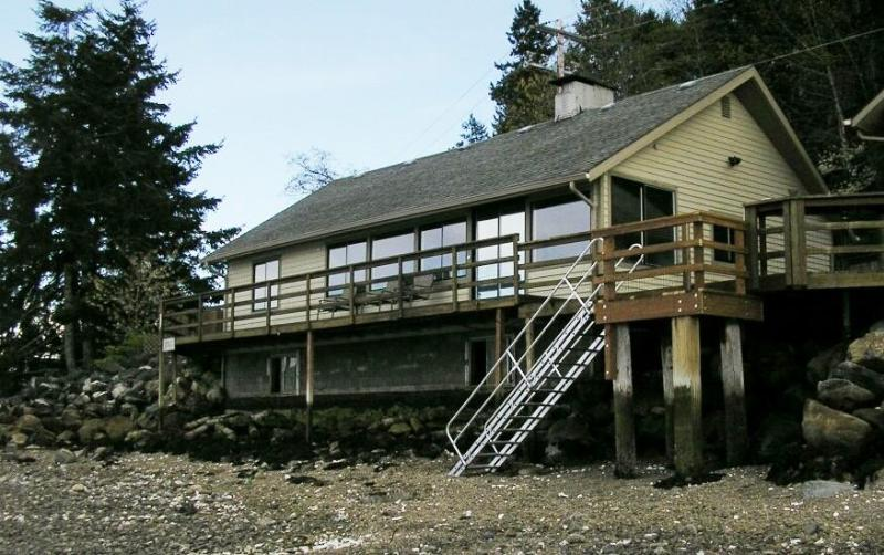 Easy access to beach at low tide