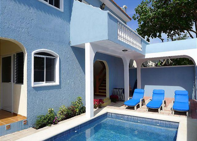 Spacious ground floor apartment 1 blk to beach, 4 blks to the square, alquiler de vacaciones en Puerto Morelos