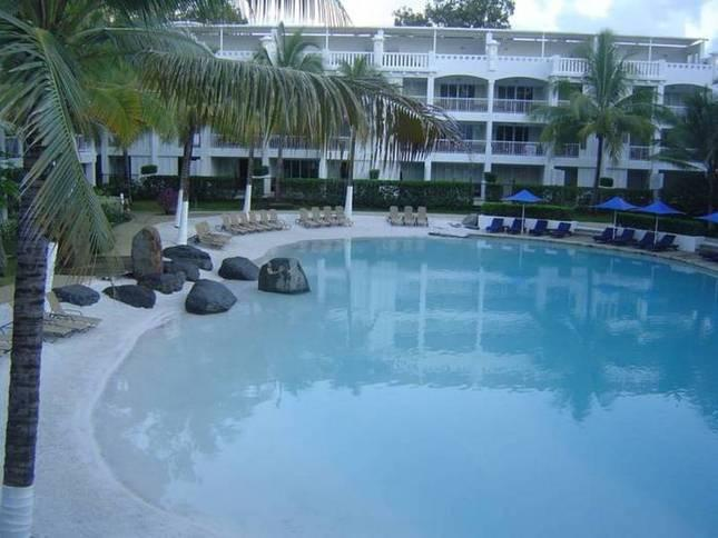 2 bedroom apt.- Beach Club Resort & Spa Palm Cove, vacation rental in Palm Cove