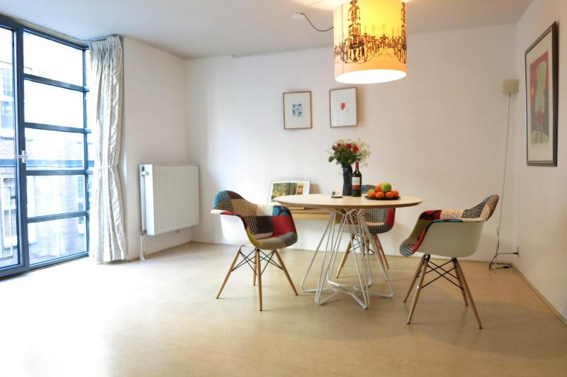 AMAZING MODERN LOFT IN JORDAAN & CANALS, holiday rental in Amsterdam
