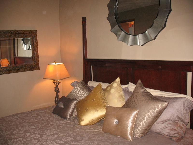 Master chambre - lit super king size, salle de bains privée, TV