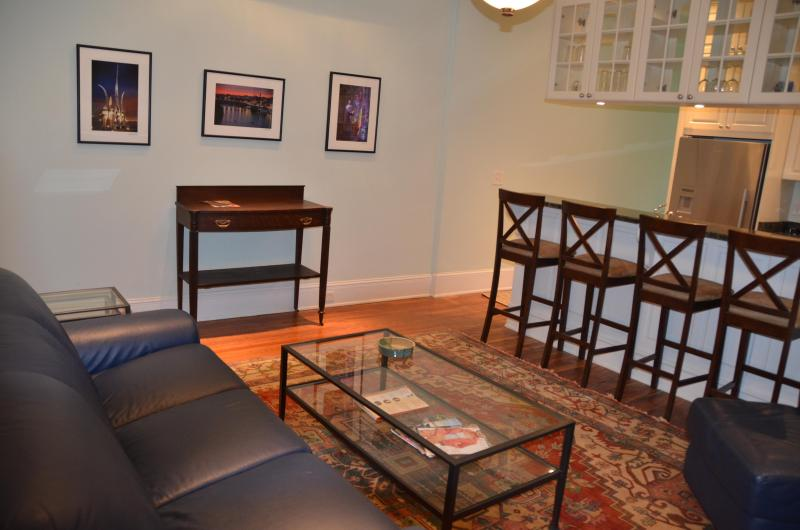 Fabulous 1890 Victorian #1, 6 blocks to US Capitol, 100 Steps To Metro subway!!!, vacation rental in Suitland