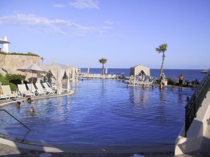 Fabulous Pools and Restauramts