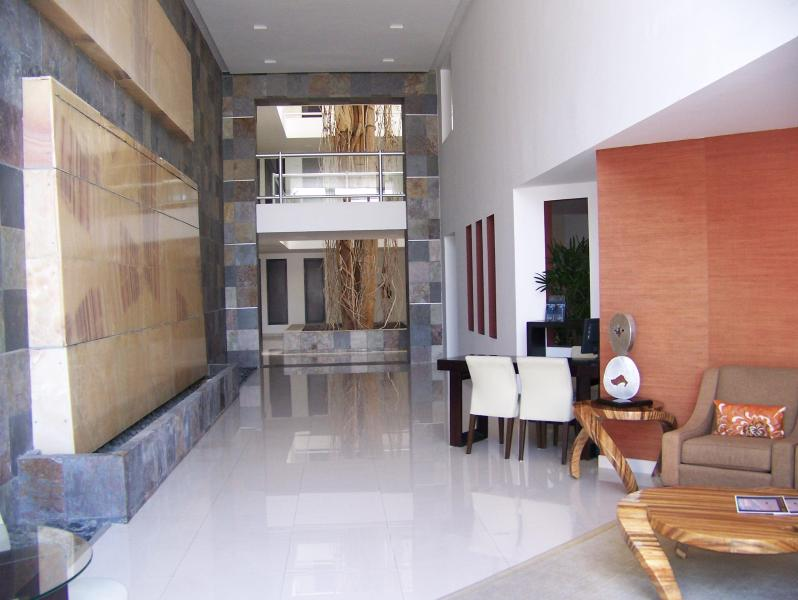 Lobby entrance w 24/7 manned security