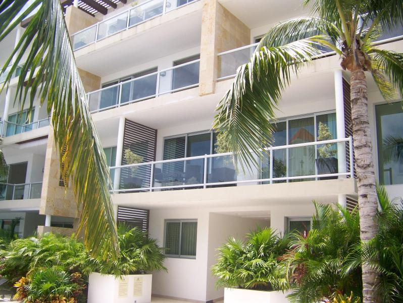 full view of 2nd floor balcony from pool area