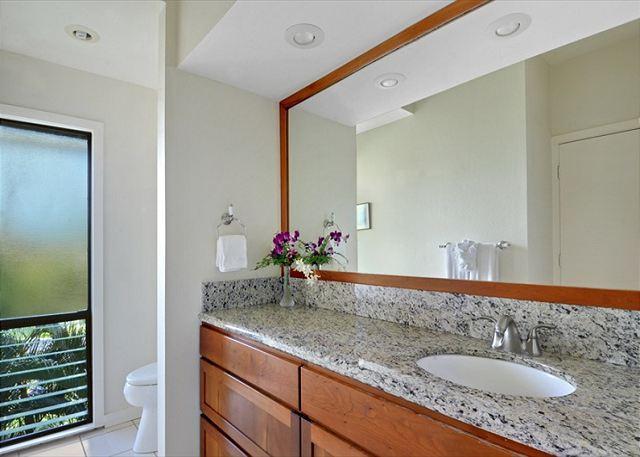 Poipu Sands 333 baño de invitados
