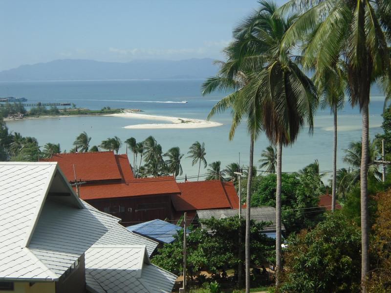 Baan Siam: 2 bedroom home with ocean views. 2 mins from beach - sleeps 4-6, holiday rental in Ko Pha Ngan