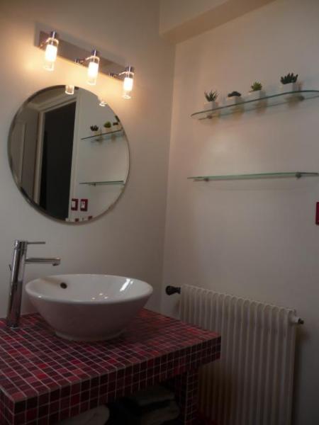 salle de bain avec baignoire, location de vacances