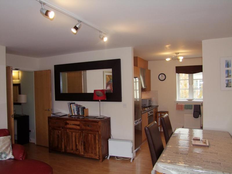 241 - Easter Dalry Wynd Apartment, vacation rental in Edinburgh