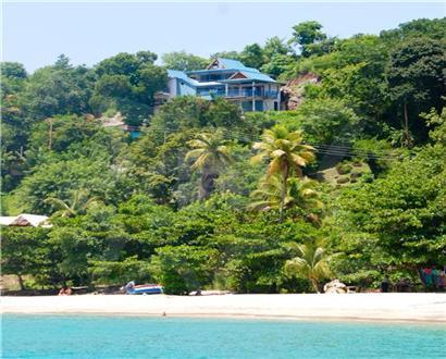 Located above stunning Princess Margaret beach