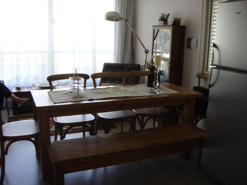 Luxury 3 rooms Prime location w/ private parking!!, vacation rental in Tel Aviv