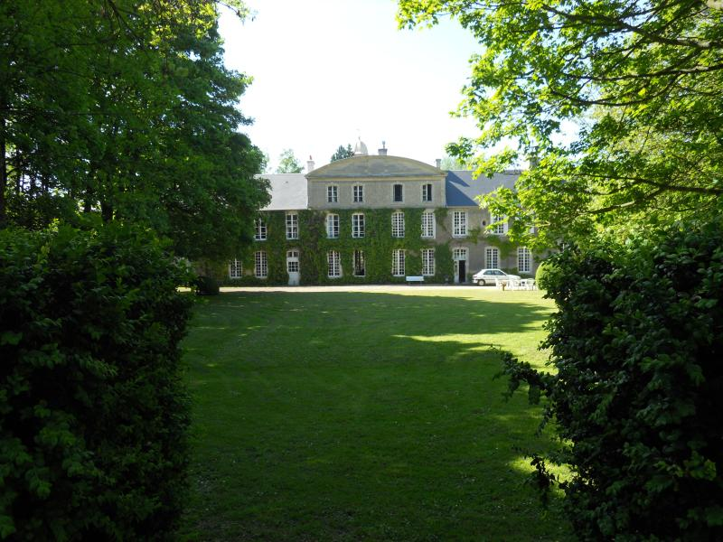 manor general view