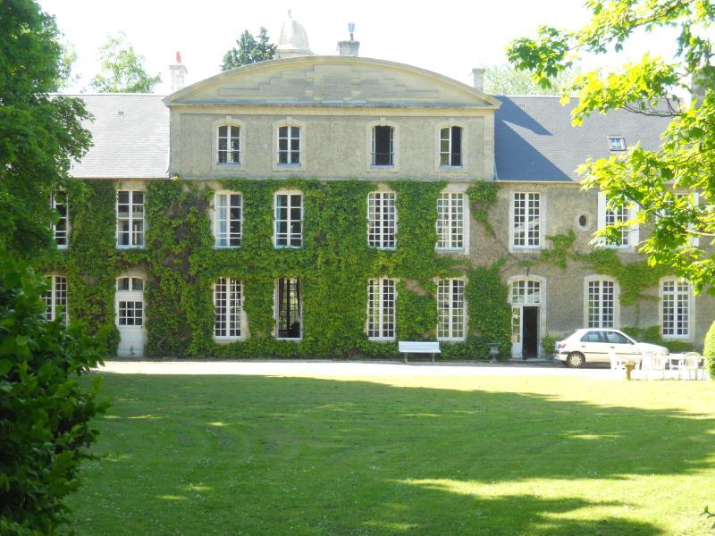 BAYEUX- Manoir saint Hubert -1chambre d'hôtes 2 personnes - 99 euros/nuit, casa vacanza a Bayeux