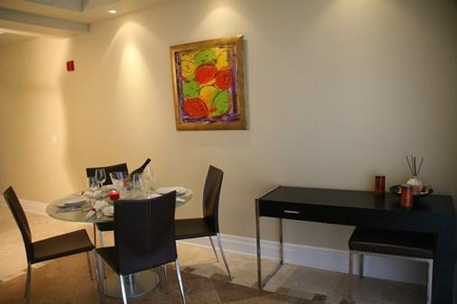 Comedor y área de escritorio