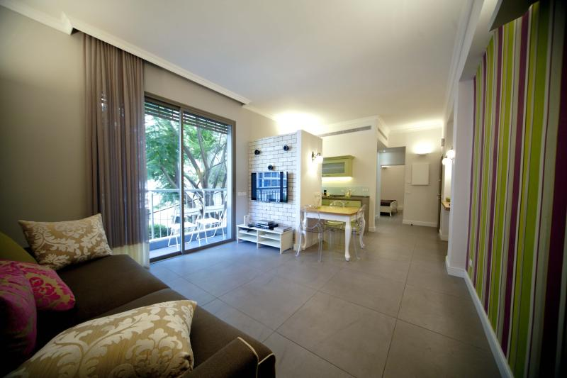 Luxury apt, Balcony, Tel-Aviv, Hilton beach, holiday rental in Tel Aviv