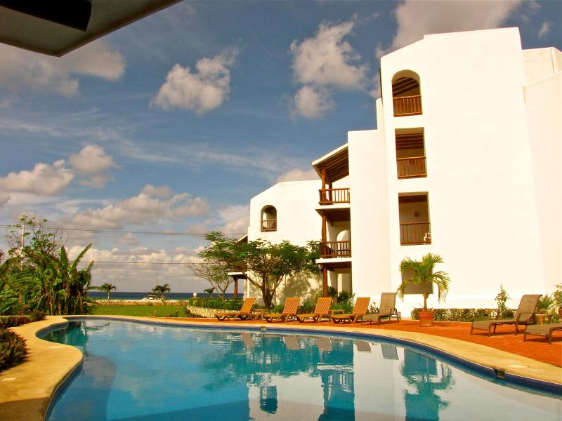 Villas Mayaluum: 2 or 3 Bedroom Ocean View, vacation rental in Cozumel